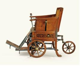 406 - Fauteuil de malade d'époque Louis XVI est : 12/18000€