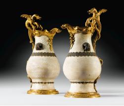 43 - Exceptionnelle paire d'aiguières en porcelaine de Chine céladon craquelé d'époque Kang Xi (1662-1722), À monture de bronze doré d'époque Régence vers 1730-1740 Est : 400,000 /600,000 €
