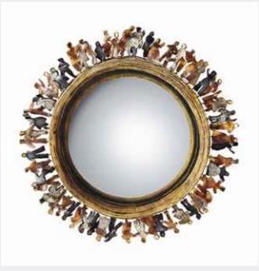 N°381 - Line Vautrin (1913-1997) SI TOUS LES GARS DU MONDE Miroir sorcière en talosel et incrustations de miroir teintés, pièce unique, vers 1963 Diamètre : 34 cm. (13 3/8 in.) Signé Line Vautrin Adjugé : 421500€
