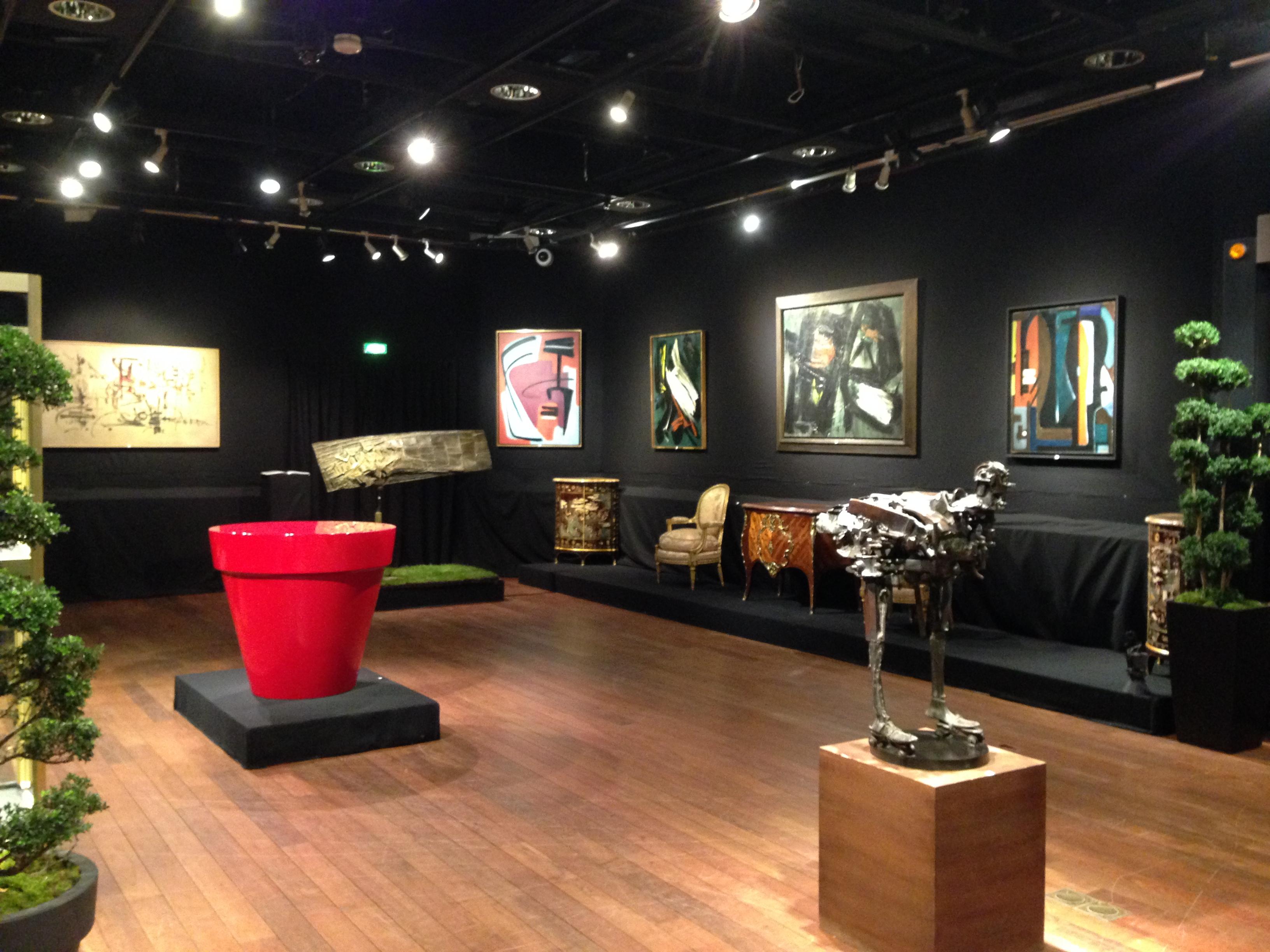 thierry de maigret the gaze of a parisienne. Black Bedroom Furniture Sets. Home Design Ideas