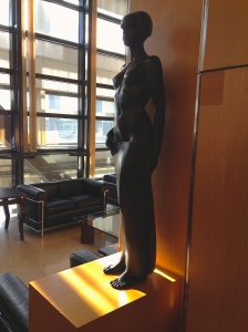 """Jean-Pierre Darnat (Né en 1922) """"Marayat"""" statue en bronze."""
