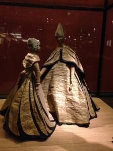"""Emblème de la Maison """"La mère et la fille"""" Jeanne Lanvin - Palais Galliera. Du 8 mars au 23 août 2015"""
