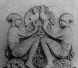 """Bas-relief en pierre. H : 118 ; L : 133 cm Maison de Jeanne Lanvin au Vésinet """"La Chêneraie"""" Vente Delorme 3/07/1991 à Drouot."""