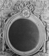 """Glace en bois sculpté. Haut : 83,5 cm Maison de Jeanne Lanvin au Vésinet """"La Chêneraie"""" Vente Delorme 3/07/1991 à Drouot."""