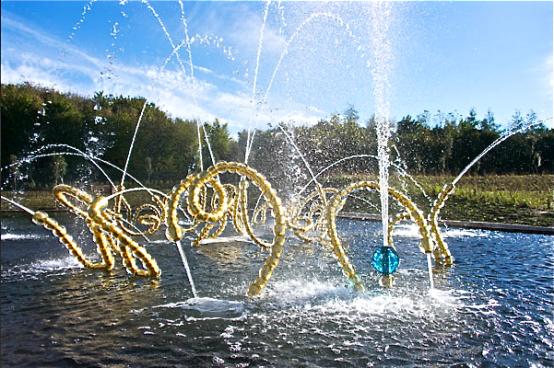 """""""Les Belles Danses"""" 1er essais de mise en eau et dernières installations des sculptures fontaines ©EPV/ Th Garnier"""