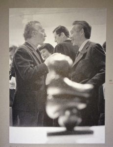 Claude Roy et Zao Wou-ki à la Galerie de France 1972 Photograhie: André Morain