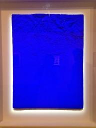 Yves Klein Relief planétaire «Région de Grenoble» (RP 10) 1961 pigment pur et résien synthétique sur bronze ; 85 x 65 cm collection particulière