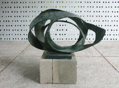 Barbara Hepworth Oval Form (Trezion) 1961-63 Bronze 940 x 1440 x 870 mm Aberdeen Art Gallery and Museums Collections ©Bowness 