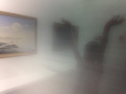 Reflet dans une photo de Hiroshi Sugimoto.