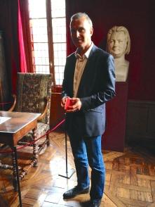 Yves Gagneux, directeur de la Maison Balzac dans le bureau de Balzac.