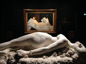 """Edouard Manet (1832-1883) """"Olympia""""1863 Huile sur toile 130 X 190 cm Auguste Clésinger (1814- 1883) """"Femme piquée par un serpent"""" 1847 Marbre"""