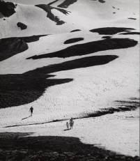 """Emeric Feher, """"Tâches sur la neige, col du Galibier."""" © Philippe Berthé / Centre des monuments nationaux"""