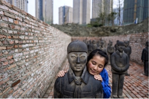 Prune Nourry orpheline ayant servie de modèle-Terracotta Daughters - enfouissement- 17 Octobre 2015 ©Prunenourry