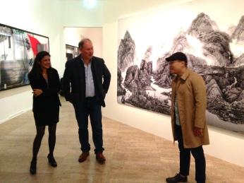 Emmanuelle de L'Ecotais conservatrice au MAM et membre du Jury. et l'artiste Yang Yongliang ©Thegazeofaparisienne