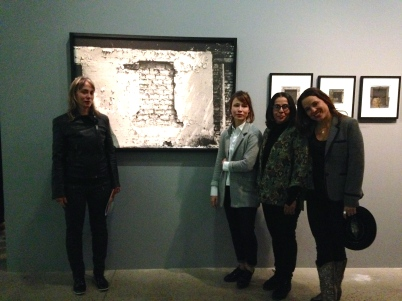 La famille de Fernell Franco réunie autour de l'exposition de la Fondation Cartier. ©TheGazeofaParisienne