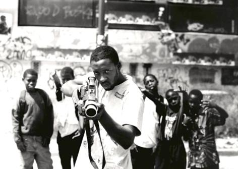 28 Millimètres, Portrait d'une Génération Braquage, Ladj Ly, Les Bosquets, 2004 © Photo JR