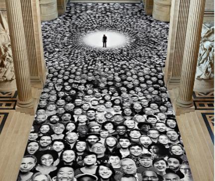 """""""Au Panthéon!"""" - milliers de portraits collectés sur le site Inside Out. Paris 2014 Photo JR"""