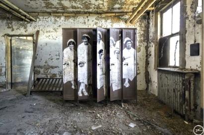 Unframed, Nurses at Ellis Island Hospital revu par JR, courtesy of Ellis Island Immigration Museum,USA, 2014