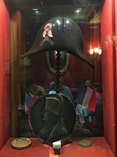 le lieutenant Bonaparte laissa son chapeau en gage au Procope. ©EstelledeTalhouetRoy