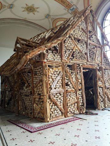 Urs Fischer, untitled (Bread house) Urs Fischer, Concert/cornichon 2011 ©Thegazeofaparisienne