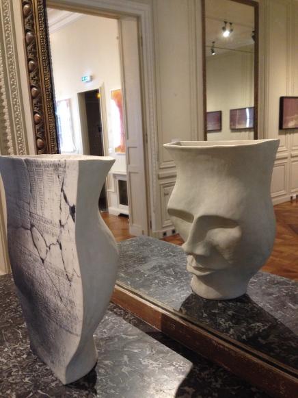 Ry Rocklen Denain Grace, 2015 Céramique, décalcomanie vernie 33 × 22,9 × 12,7 cm ©Thegazeofaparisienne