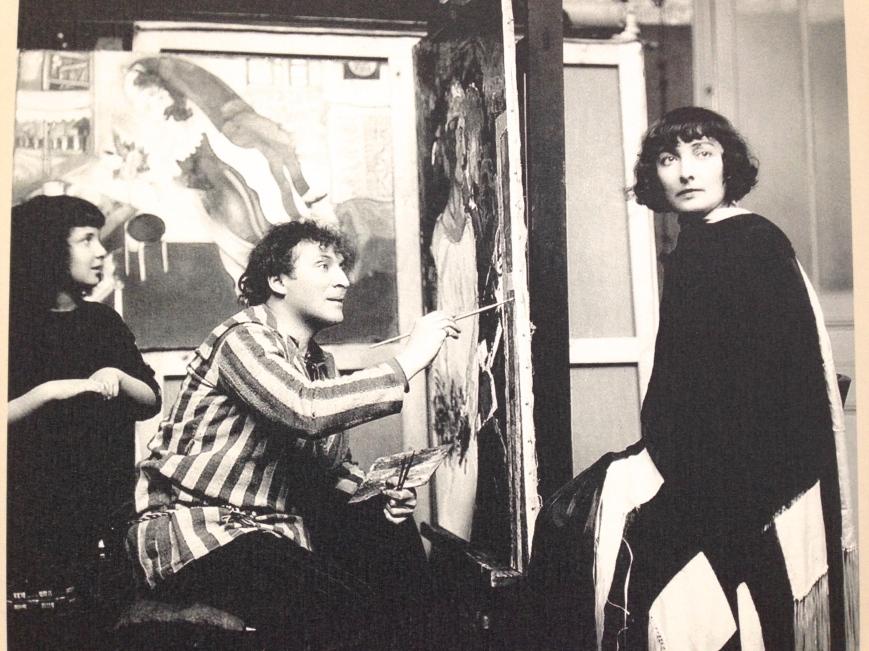 Bella Chagall, posant pour le double portrait. 1925, Paris.