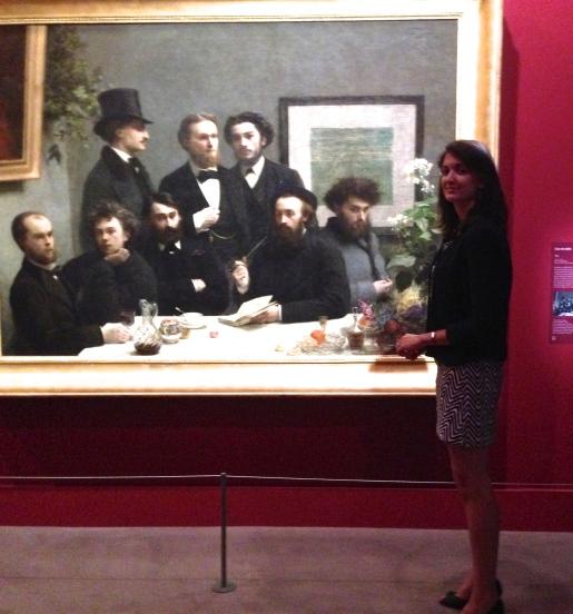 """Laura Dalon commissaire d'exposition devant """"Coin de table"""" 1872 Musée d'Orsay ©Thegazeofaparisienne"""