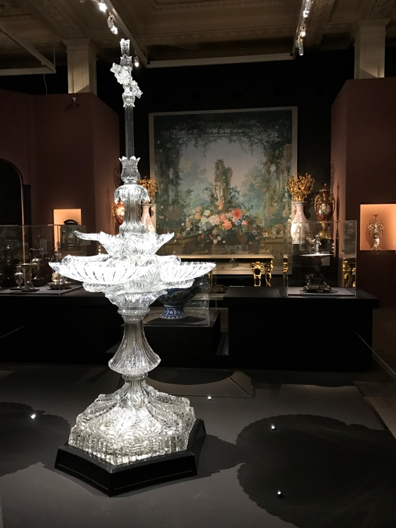 Société de cristallerie Lyonnaise Bénitier, 1867 offert à l'impératrice. ©Thegazeofaparisienne