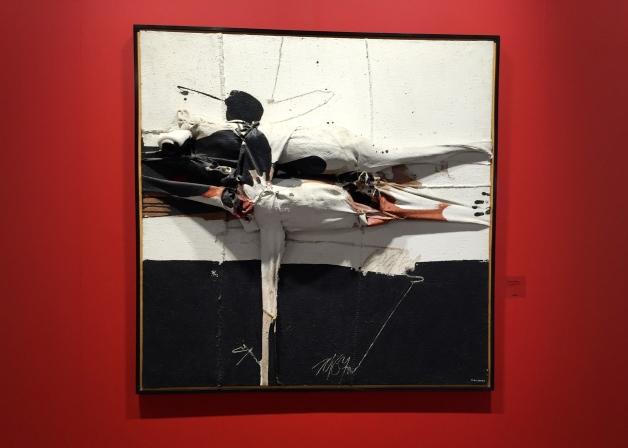 Manolo Millares Fallen Personnage-1967 Galeria Mayoral Anthony Mc Call Installation ©thegazeofaparisienne