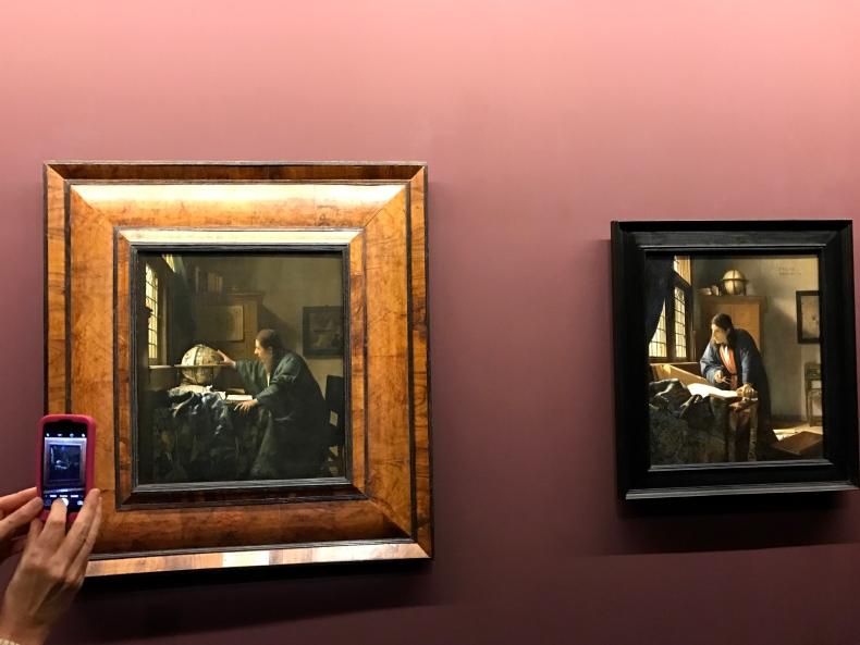 Johannes Vermeer, L'Astronome, Paris, musée du Louvre, département des Peintures Johannes Vermeer, Le Géographe, Francfort, Städelsches Kunstinstitut