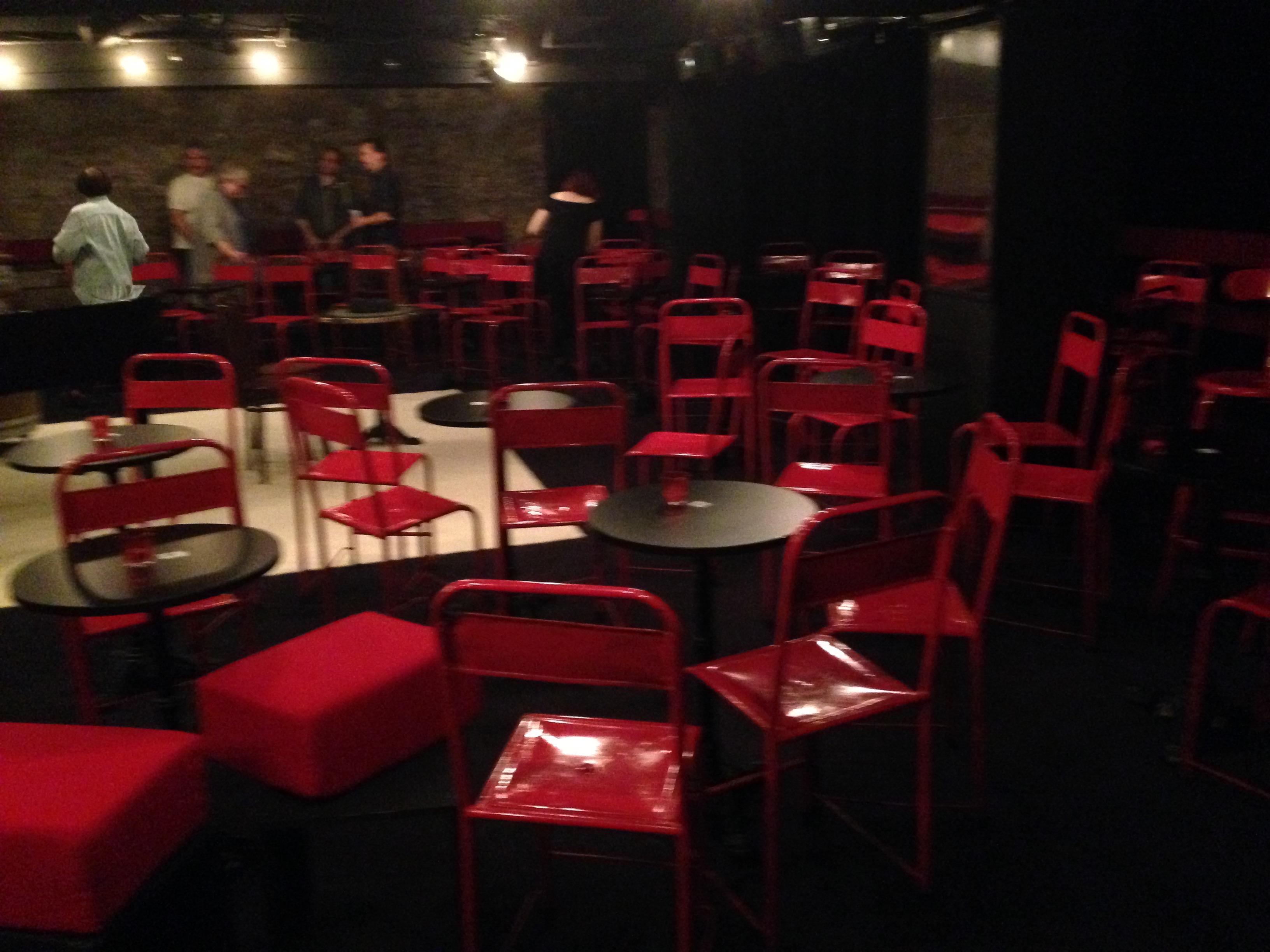 theatre de poche the gaze of a parisienne. Black Bedroom Furniture Sets. Home Design Ideas