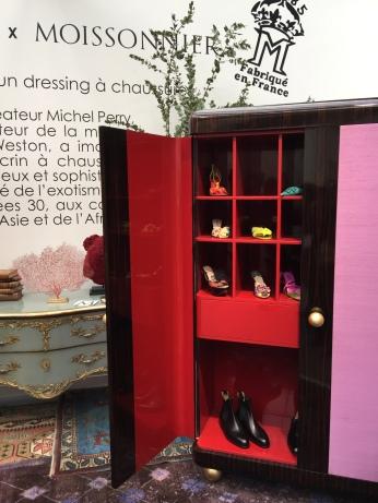 Moissonnier et Michel Perry (Directeur de la Maison Weston) Ce dernier a dessiné ce dressing à chaussures