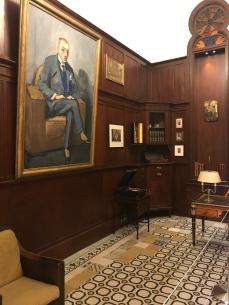 Bureau de Nicolas Sursock avec son portrait par Kees Van Dongen