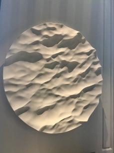 oeuvre murale en céramique de Mathieu Lehanneur