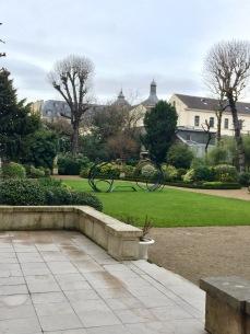 Vue des jardins de la Maison de l'Amérique Latine