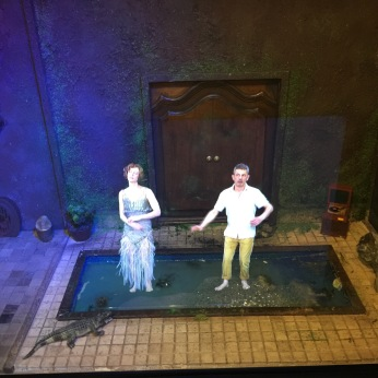 Anna Mouglalis interpretant Faustine dans une installation holographique de Pierrick Sorin