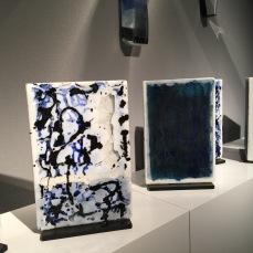 Galerie NEGROPONTES, Perrin & Perrin, Les Mots Bleus 2017, Installation en verre