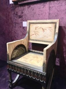 Paire de fauteuils Trônes CARLO BUGATTI en bois, parchemin peint, cuivre repoussé, étain, laiton Galerie MARC MAISON