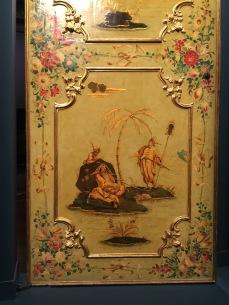 détail d'une porte XVIIIe pin laqué et doré avec reliefs en pastiglia