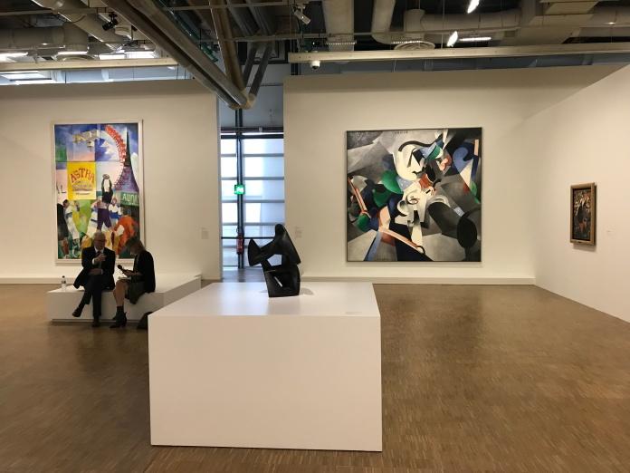 Premier plan : Raymond Duchamp Villon A droite toile de Picabia A gauche au fond : Robert Delaunay