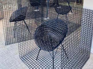 chaise MATRIX présentée dans la boutique KARTELL bd St germain à Paris